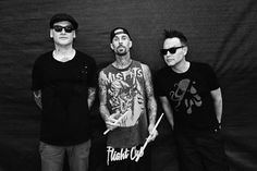 Blink 182 on September 11th 2016 at Hollywood Casino Amphitheater in Maryland Heights, MO. These guys were awesome! Travis Barker is one of the best drummers ever! Mark is the best, he's the glue. As a fan of the old school Blink, Skiba is no DeLonge but I'm just glad they are still doing music. The new album is really great! #Blink182Tour2016