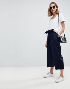 Search for culottes at ASOS. Shop from over styles, including culottes. Discover the latest women's and men's fashion online Black Culottes, Culottes Outfit, Asos, Summer Fashion Outfits, Chic Outfits, Fashion Over, High Fashion, Pop Fashion, Outfit Stile