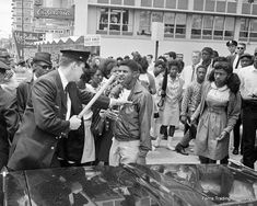 Civil Rights Protest - - Photo - Voting Rights - Integration - Segregation - Black History Month - African American - MLK - Alabama Black History Month, Black History Facts, Black Image, Photo Black, John Lewis, 1940s Photos, American Photo, American Art, African American Girl