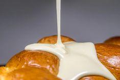 Τσουρέκι με έτοιμη επικάλυψη λευκής σοκολάτας | Αρχική | Κουνταξής | Πρώτες ύλες ζαχαροπλαστικής αρτοποιίας | Σέρρες Caramel Apples, Desserts, Food, Tailgate Desserts, Deserts, Essen, Postres, Meals, Dessert