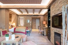 Junior Suite im Astoria Resort! Tyrol Austria, Wellness Spa, Bed, Booking Com, Furniture, Boutique Hotels, Resort Spa, Modern Design, Home Decor