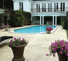 the pool at Taylor Swift's Nashville Estate: from Hooked on Houses