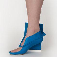 """Marloes ten Bhömer's Bluepanelshoe is an alternative to conventional """"clichéd"""" high heels"""