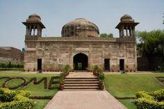 Dai Anga Tomb at GT Rd Begumpura  #Lahore #LocallyLahore #Tomb #DaiAnga #GTRoad #Begumpura History Of Pakistan, Taj Mahal, Places To Visit, Monuments, Building, Travel, Beautiful, Viajes, Buildings