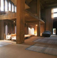 Re-Architecture: Cement Factory Transformed Into Contemporary-Medieval Castle. By architect Ricardo Bofill Architecture Old, Classical Architecture, Creative Architecture, Ricardo Bofill, Brutalist Buildings, Living Roofs, Old Mansions, Loft House, Unusual Homes