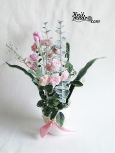 My florist work - New Year's rose and lightgreen frozen composition #knitmade #knitmadeflowers #knitmadenews #rose #newyear #christmas #lightgreen #frozen