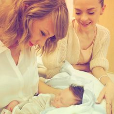 Awwww! The moment Taylor Swift meets Leo Thames, her godson and Jamie King's newborn. via Instagram