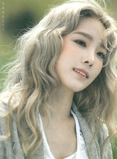 taeyeon, snsd, and kpop imageの画像 Sooyoung, Kim Hyoyeon, Taeyeon Gif, Yoona Snsd, Girls Generation, Girls' Generation Taeyeon, Korean Girl, Asian Girl, Curly Hair Styles