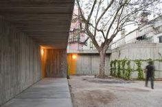 Courtyard inside the Santa Isabel House by Portugese architect Ricardo Bak Gordon. Concrete Architecture, Creative Architecture, House Architecture, John Pawson Architect, Industrial Sheds, Concrete Houses, Interior Garden, Stairways, Entrance
