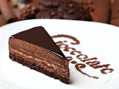 Imagen vía We Heart It https://weheartit.com/entry/142288423/via/24433827 #cake #chocolate #chocolatecake #dessert #elegant #food #sweet #white