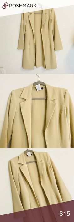 """B. Smart Long Blazer Adorable long blazer that is in excellent condition. Looks great with a professional dress or looks great with a tee and jeans for a day out. Length 34.5"""" and bust 35"""". B. Smart Jackets & Coats Blazers"""