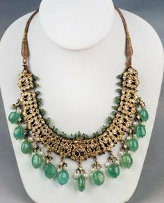 Emerald neck piece