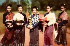 Javanese, Thai Style, Thailand, Couple Photos, Flowers, Wedding Ideas, Couple Pics, Royal Icing Flowers, Flower