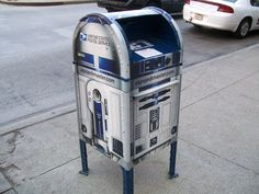 R2D2 Mailbox ~ if all mailboxes looked like this I bet there'd be more people sending handwritten letters. Or at least post cards.