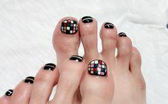 . . . #실물깡패 #네일스타그램 #발스타그램 #네일아트 #젤네일 #gelnails #nailstagram #nailart #nails #instanails #nailgelpolish #트랜드네일#핫한네일 #스테인글라스네일 #패턴네일 #페디큐어 #pedicure by justsein2