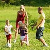 Los padres deben de participar en los juegos que los niños llevan a cabo en armonia con la naturaleza, para aprender de nosotros el respeto por la naturaleza y así, ellos se conciencien más de que la naturaleza hay que cuidarla, porque es el motor de nuestra existencia y disfrute.