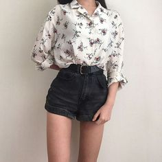 The Ultimate Guide: Perfect Vintage Living Room Design! button up flower blouse black high-waisted denim shorts ring belt The post The Ultimate Guide: Perfect Vintage Living Room Design! appeared first on Ideas Flowers. Asian Fashion, Look Fashion, Retro Fashion, Fashion Outfits, Womens Fashion, 90s Fashion, Fashion Room, Fashion Styles, Fashion Clothes