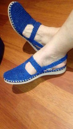 Crochet Flip Flops, Crochet Shoes Pattern, Crochet Barefoot Sandals, Crochet Sandals, Crochet Baby Shoes, Shoe Pattern, Crochet Slippers, Make Your Own Shoes, Bare Foot Sandals