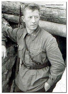 Alexander Rodimtsev, a top Soviet commander in Stalingrad
