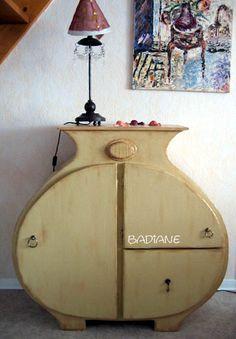 chevet / Louise: un de mes premiers coups d'coeur pour les meubles en carton! J'aurais voulu le créer celui-ci! J'adore!
