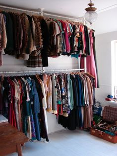 Mode & Lifestyle – By a RedHead Spare Bedroom Closets, Small Room Bedroom, Dressing Room Closet, Dressing Room Design, Walk In Wardrobe Inspiration, Clothing Store Design, Wardrobe Room, Closet Tour, Closet Designs