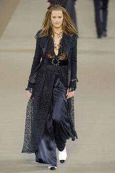 Chanel Fall 2006 Ready-to-Wear Fashion Show - Angela Lindvall