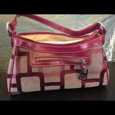 Nine West Handbag Barely used Nine West handbag. From a pet free / smoke free home. Make me an offer! Nine West Bags