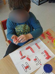 Lettres droites en pâte à modeler Alphabet Names, Tow Mater, Pre K Activities, Cursive Handwriting, Plasticine, Kids Education, Literacy, Kindergarten, Alphabet