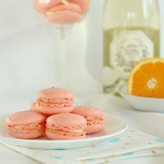 These mimosa macarons are perfect for Mother's Day! All the orange and champagne flavor of a mimosa, that favorite brunch cocktail, in the form of a French macaron! **This post originally appeared on my other Just Desserts, Dessert Recipes, Cookie Recipes, Yummy Recipes, Free Recipes, Yummy Food, Macaroons Flavors, Oreo, Peppermint Meringues