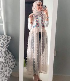 Open dress with jeans hijab style Tesettür Jean Modelleri 2020 Islamic Fashion, Muslim Fashion, Modest Fashion, Trendy Fashion, Fashion Dresses, Trendy Style, Pakistani Fashion Casual, Iranian Women Fashion, Casual Hijab Outfit