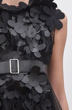 close up fashion detail // Noir Kei Ninomiya Spring 2016 Fashion leather articles at 60 % wholesale discount prices Applique Dress, Flower Applique, Couture Details, Fashion Details, Couture Fashion, Fashion Art, Fashion Design, Lady Like, Fabric Embellishment