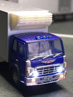 トミーテック トラックコレクション第10弾より 日野スーパードルフィン冷凍車をLED加工したものです。