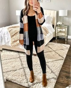 Stunning 39 Cute Fall Outfits Ideas For Women That Looks Cool Look Fashion, Unique Fashion, Fashion Models, Autumn Fashion, Womens Fashion, Fashion Clothes, Fashion Trends, Fashion Outfits, Fashion Styles