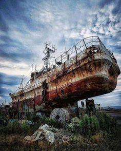 Abandoned Boat [875X450]