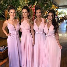 o vestido rosa para madrinhas de casamento fica pra lá de especial. Bridesmaid Dresses, Prom Dresses, Wedding Dresses, Bridesmaids, Dream Wedding, Wedding Day, One Step, Casino Outfit, Infinity Dress