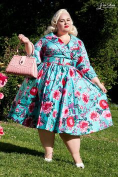 Pinup Couture Birdie Dress with Three-Quarter Sleeves in Turquoise Floral Vestidos Plus Size, Plus Size Dresses, Plus Size Outfits, Plus Size Vintage Dresses, Look Plus Size, Plus Size Girls, Big Size Dress, The Dress, Dress Tops