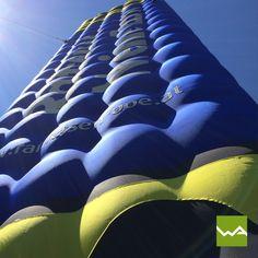 Aufblasbarer Tower / Turm / Werbeturm für Raiffeisenbank Oberösterreich von dieWerbearchitekten Merino Wool Blanket, Car Seats, Gateway Arch