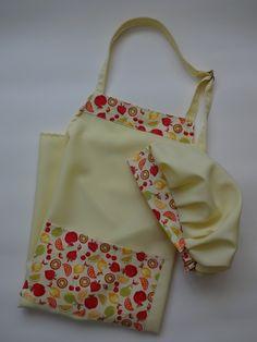 Kit de Avental + touca de cabelo em tom de amarelo para você cozinhar de forma tranquila, sem sujar sua roupa e ficar ainda mais bela com essa linda combinação. <br> <br>Esse kit de duas peças (Avental + Touca) é confeccionado em tecido de Oxford e com barrado decorativo de tecido 100% algodão estampado. <br> <br>Ótimo para seu dia a dia!!! <br> <br>Tamanho Único com alça regulável. <br> <br>Prazo para postagem de até 5 dias úteis.