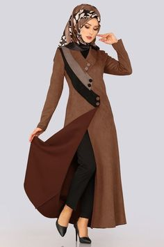 FERACE Tricolor Wildleder Ferace Kaffee, von Ich Source by tesetturlumodeller Abaya Fashion, Muslim Fashion, Modest Fashion, Girl Fashion, Fashion Dresses, Abaya Designs, Abaya Mode, Hijab Dress Party, Hijab Stile