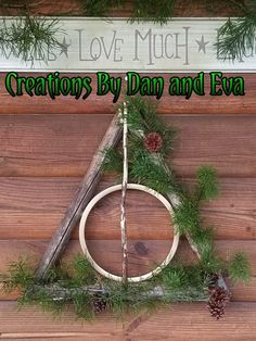 Harry potter christmas tree diy deathly hallows Ideas for 2019 Harry Potter Navidad, Harry Potter Weihnachten, Décoration Harry Potter, Harry Potter Thema, Harry Potter Birthday, Harry Potter Crafts Diy, Harry Potter Christmas Decorations, Harry Potter Christmas Tree, Hogwarts Christmas