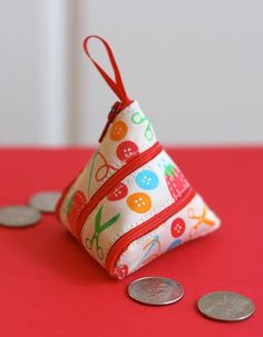 Make a self-zipping coin purse from a ribbon.these would look cute hanging from a Christmas tree and filled with coins for the kiddies. Diy Coin Purse, Coin Purse Tutorial, Coin Purses, Pouch Tutorial, Coin Bag, Fabric Crafts, Sewing Crafts, Sewing Projects, Diy Projects