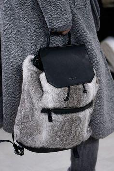 Michael Kors Collection - Otoño-Invierno 2016/2017  Diese und weitere Taschen auf www.designertaschen-shops.de entdecken