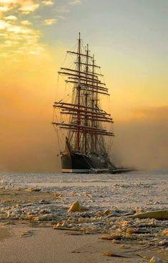 Very nice photo. - - Very nice photo. Very nice photo. - Very nice photo. – – Very nice photo. Very nice photo. Bateau Yacht, Old Sailing Ships, Wooden Ship, Nautical Art, Sail Away, Tall Ships, Water Crafts, Belle Photo, Cool Photos