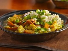 sweet potato cauliflower curry... gonna try it tonite! Potato Vegetable, Vegetable Side Dishes, Vegetable Recipes, Veggie Meals, Healthy Dinners, Potato Cauliflower Curry, Curry Ingredients, Vegetarian Curry, Vegetarian Recipes