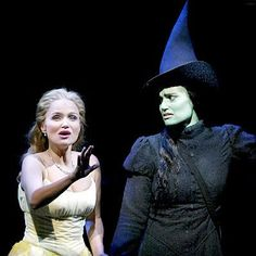 This is so funny! Wicked is a broadway musical about the 3 witches of Oz and their friendship, set before The Wizard of Oz. This is Kristin Chenoweth as Glinda and Idina Menzel as Elphaba (her expression is great! Theatre Nerds, Music Theater, Broadway Theatre, Broadway Shows, Idina Menzel, Wicked Musical, Broadway Wicked, Musicals Broadway, Wicked Witch