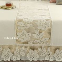 woolen aida and scheme for making crochet filet bedspreads Crochet Bedspread Pattern, Crochet Pillow, Crochet Motif, Crochet Doilies, Crochet Lace, Crochet Stitches, Crochet Patterns, Poncho Patterns, Vintage Bedspread