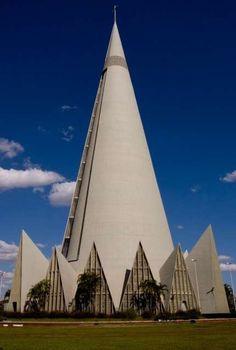 Catedral Basílica Menor Nossa Senhora da Glória, em Maringá.