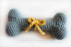 How to crochet a dog bone? This is inspiration for me to make fabric dog bones (stuffed with fluff) for the vet clinic as I can't have gluten dog bones around. Crochet Home, Love Crochet, Crochet Gifts, Crochet Yarn, Dog Crafts, Yarn Crafts, Sewing Crafts, Little Girl Gifts, Animal Projects