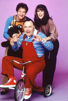 """Comic Jonathan Winters, seen here in his role on """"Mork and Mindy,"""" influenced a generation of comedians. He died April 11 at age 87."""
