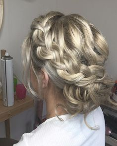 """Emma-Jane Walsh💋 on Instagram: """"Learn With @ejwhair  Call to Book 07809151715 or Message ⭐️ Welcoming Bombshell Amy to The EJW Team ⭐️ www.emmajanewalsh.com . . .…"""" Emma Jane, Bombshells, Wedding Hairstyles, Amy, Dreadlocks, Long Hair Styles, Book, Beauty, Instagram"""